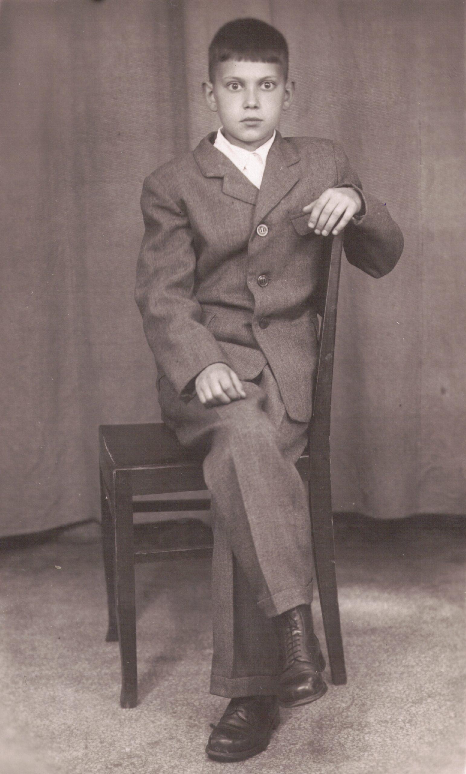 1948-1950 Первый костюм
