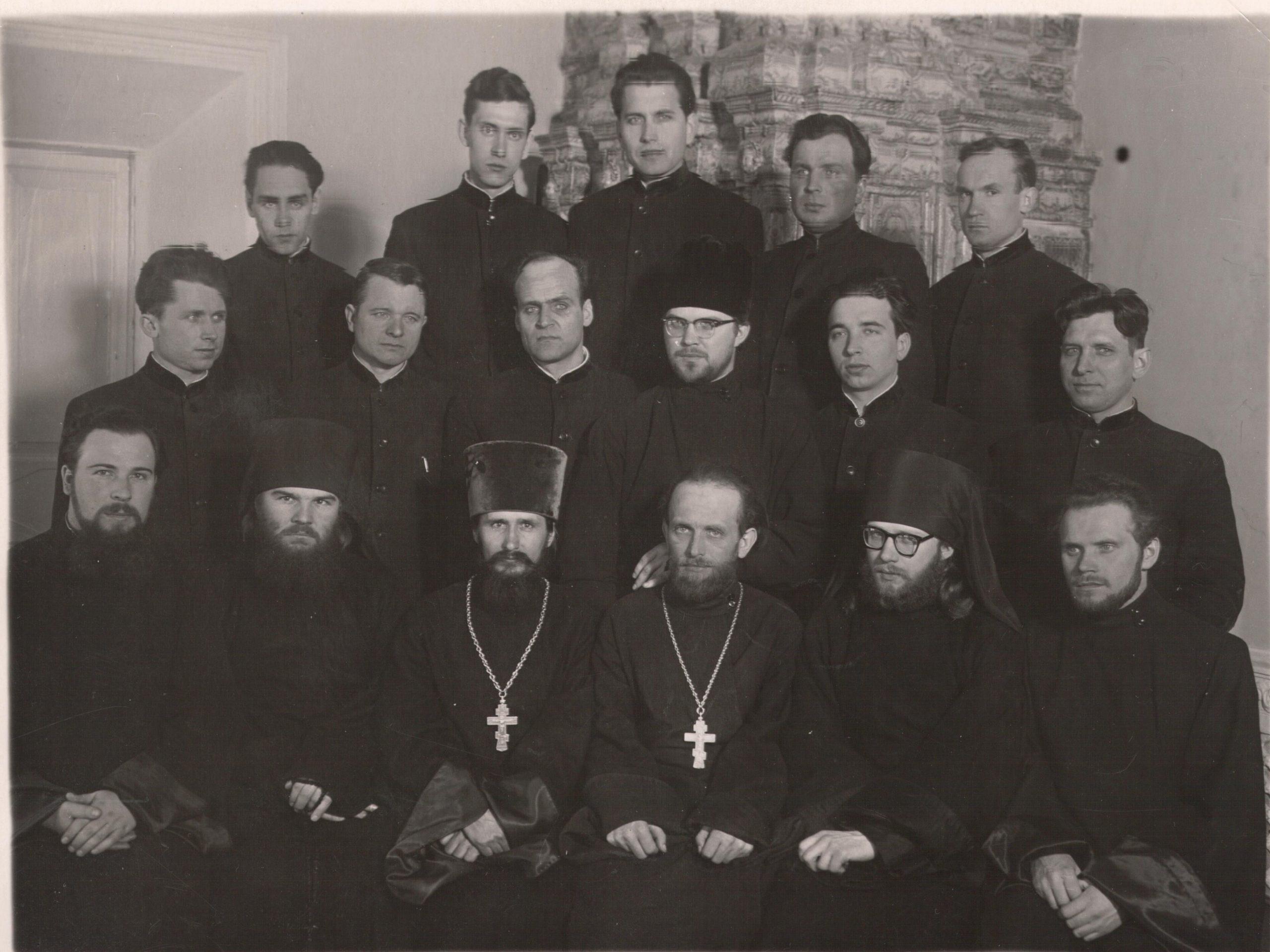 Московская духовная академия. ≈ 1961-1962 гг. Леонид Васильевич Ролдугин в первом ряду второй слева